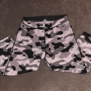Cropped camouflaged workout leggings